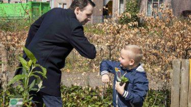 Wethouder Lindenbergh geeft startsein Almere in Bloei